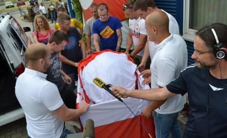 Gigantyczna flaga Polski już w drodze na Euro 2016. Czy przyniesie szczęście naszym w czasie meczu Polska - Portugalia?