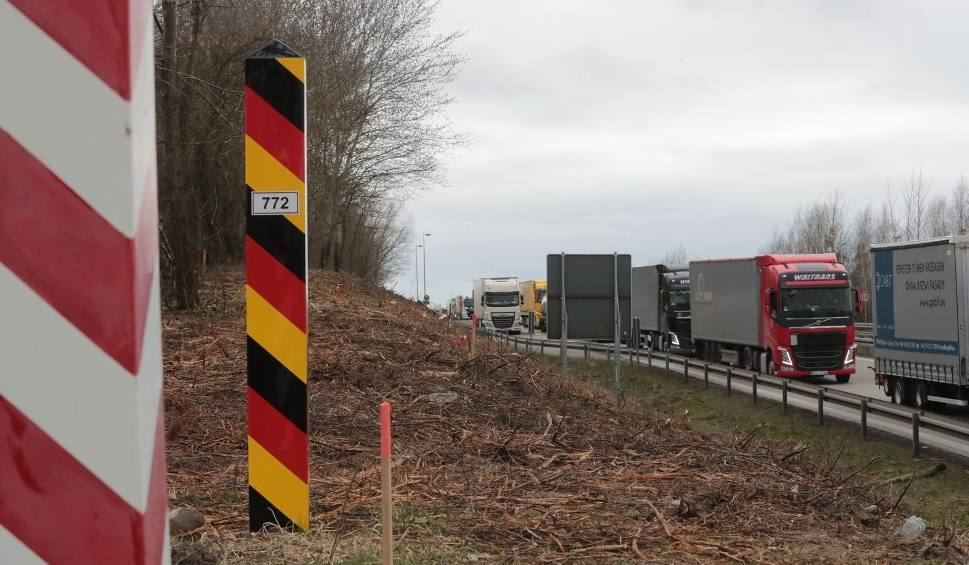Film do artykułu: Wyjazd do Niemiec - co musisz wiedzieć, przekraczając granicę? W Niemczech trzeba nosić specjalne maseczki