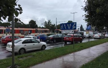 Ulewa w Trójmieście i na Pomorzu. W Gdańsku zagrożenie wylaniem zbiorników i potoku [ZDJĘCIA, WIDEO]