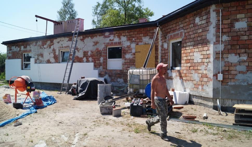 Film do artykułu: Laski. W budynku po niedokończonej szkole powstaje ośrodek opiekuńczy