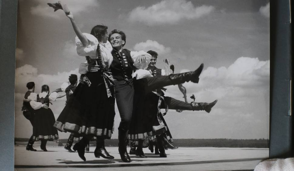 """Film do artykułu: 65-lecie Zespołu Pieśni i Tańca """"Śląsk"""". Unikalne archiwalne zdjęcia występów na całym świecie i codziennego życia GALERIA ZDJĘĆ"""