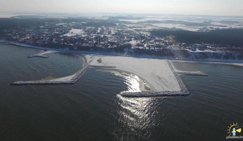 Film do artykułu: Sztuczna plaża w Jarosławcu wgryza się w morze! Zobacz niesamowite zdjęciaz lotu ptaka