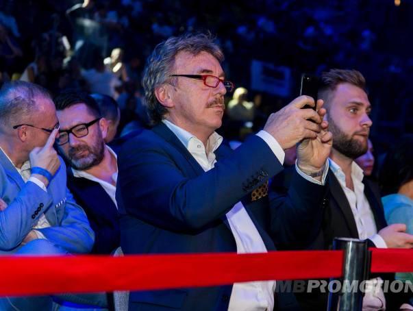 Zbigniew Boniek, Joanna Jędrzejczyk, Wojciech Bartnik, Ryszard Bosek - to tylko niektóre VIP-y, które obserwują w sobotni wieczór galę Polsat Boxing