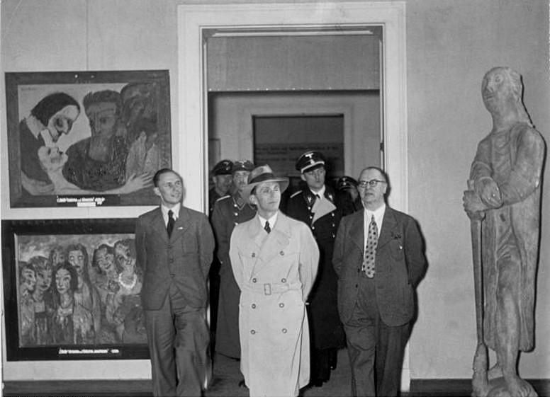 Goebbels na wystawie sztuki zdegenerowanej