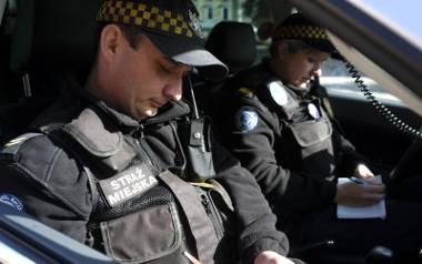 Strażnicy miejscy także w normalnych warunkach współpracują z policjantami, teraz ta współpraca - na mocy wytycznych wojewody - jeszcze się zacieśni