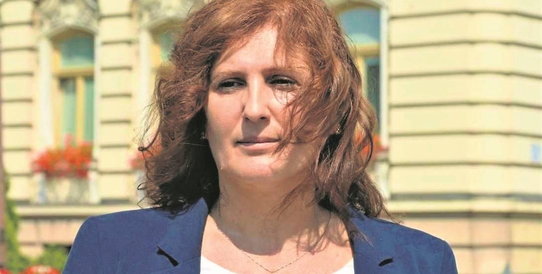 Iwona Mularczyk, znana dotąd jako żona posła Arkadiusza Mularczyka, jest kandydatką Prawa i Sprawiedliwości na  urząd prezydenta Nowego Sącza
