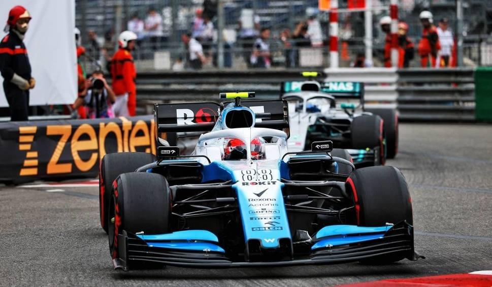 Film do artykułu: Robert Kubica jest już po dwóch treningach przed Grand Prix Monako. Jak mu poszło?
