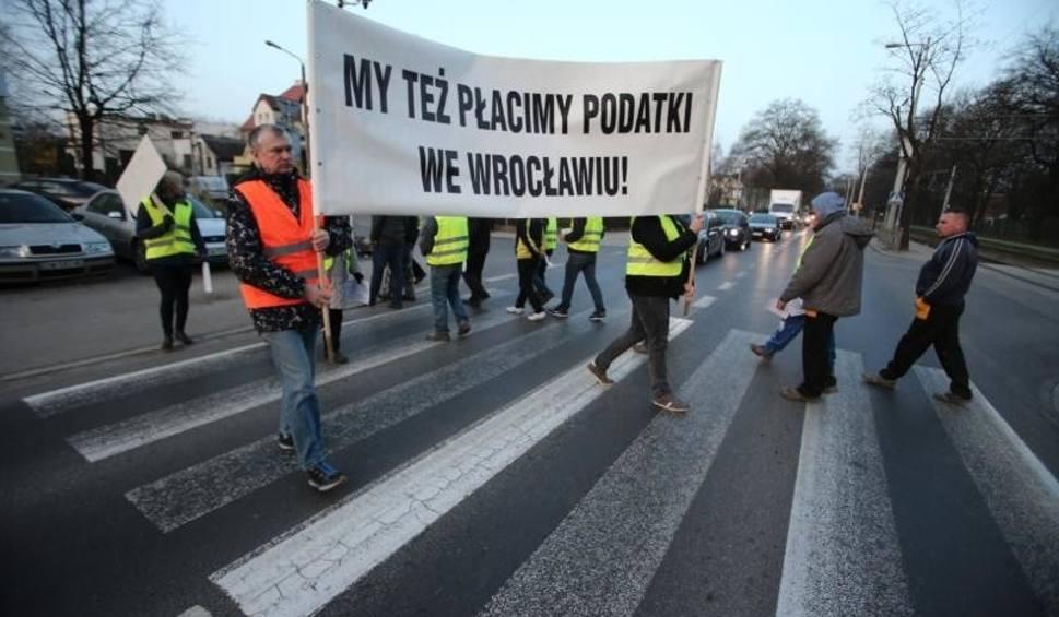 Film do artykułu: Wrocław: Zablokowali ulicę Mickiewicza (UTRUDNIENIA)