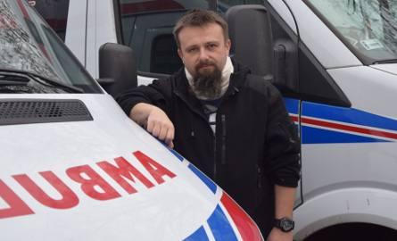 Marcin Gizicki, ratownik medyczny poszkodowany przez Matthew L., znanego operatora filmowego z USA. Mężczyzna zaatakował ratownika podczas udzielania