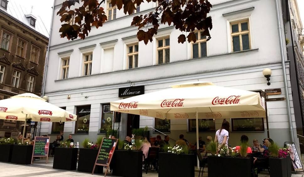 Film do artykułu: Bielsko-Biała: pierwszy weekend po otwarciu restauracji i kawiarni. Mimoza i 8 stolików na brak klientów nie narzekają
