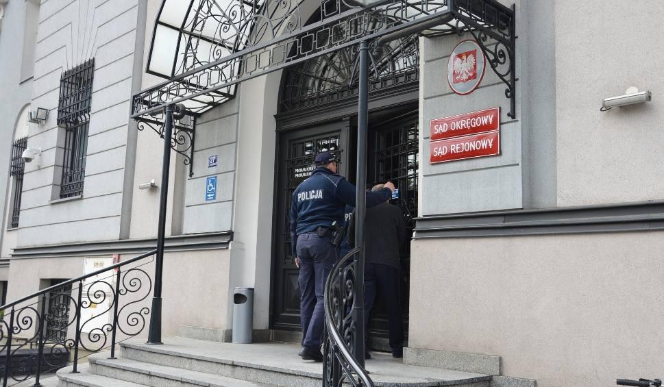Film do artykułu: Tarnów. Uwięził 17-latkę w mieszkaniu i nakłaniał do usunięcia ciąży. Odpowie za to przed sądem