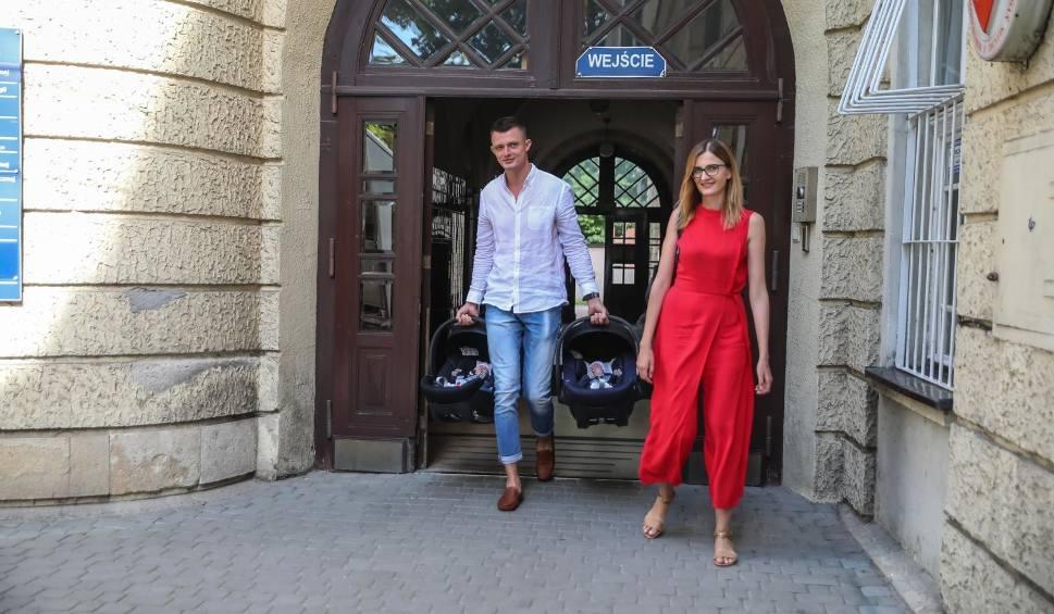 Film do artykułu: Kolejna dwójka z rodzeństwa sześcioraczków z Tylmanowej opuściła szpital [ZDJĘCIA]