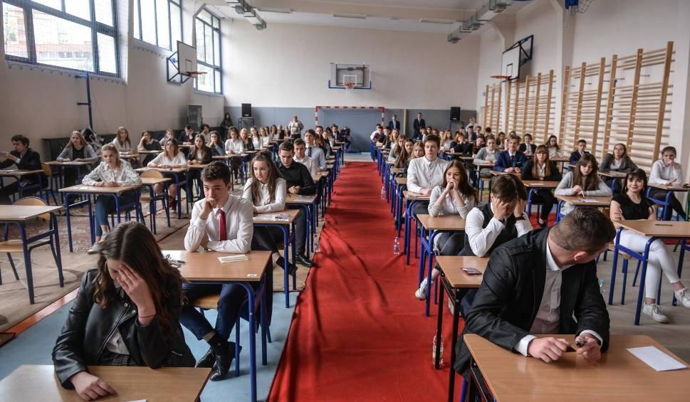 Film do artykułu: Wyniki egzaminu gimnazjalnego i ósmoklasisty na Pomorzu 14.06.2019. Egzamin gimnazjalny 2019 na Pomorzu - wyniki CKE
