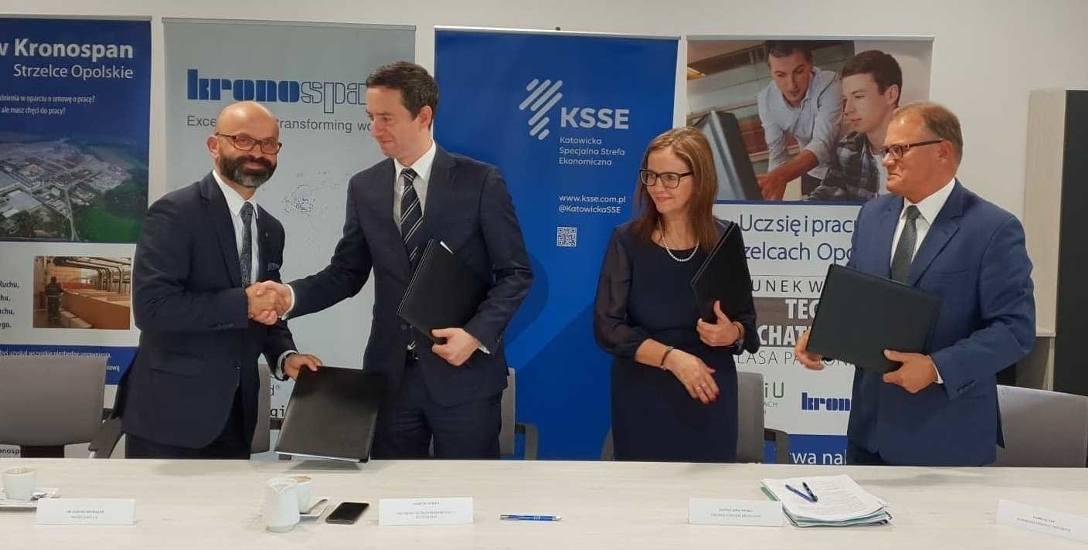 Przedstawiciele strefy, ministerstwa, Kronospanu, a także gminy Strzelce Opolskie podpisali już umowę w sprawie budowy mieszkań.