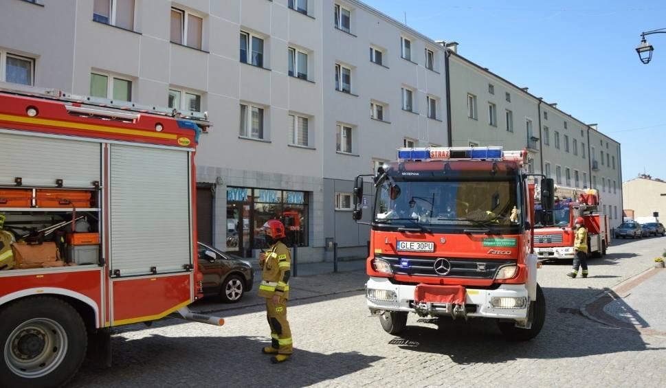 Film do artykułu: Pożar mieszkania w Lęborku! 13.05.2021 r. Mężczyzna podtruł się dymem. Udało mu się opuścić budynek