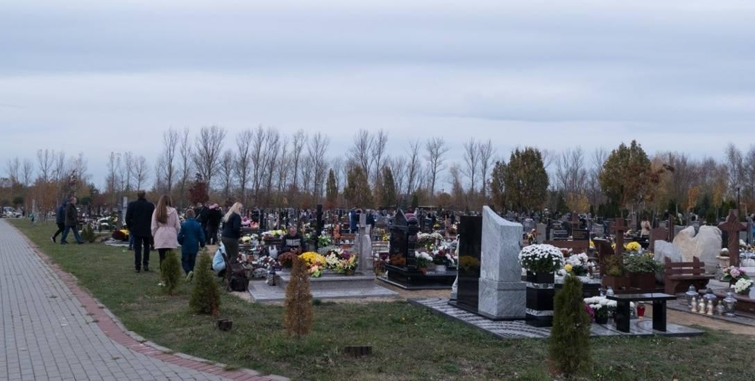 """Coraz bardziej zapełnia się """"nowy"""" cmentarz w Stargardzie"""