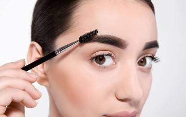 Nieudany makijaż permanentny brwi potrafi oszpecić na lata! Zobacz najgorsze wpadki kosmetyczek.