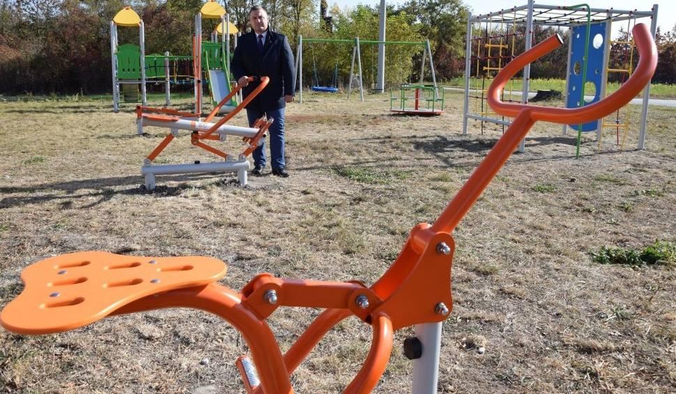 Film do artykułu: Gmina Moskorzew buduje nowoczesne place zabaw dzieciom z elementami siłowni dla starszych