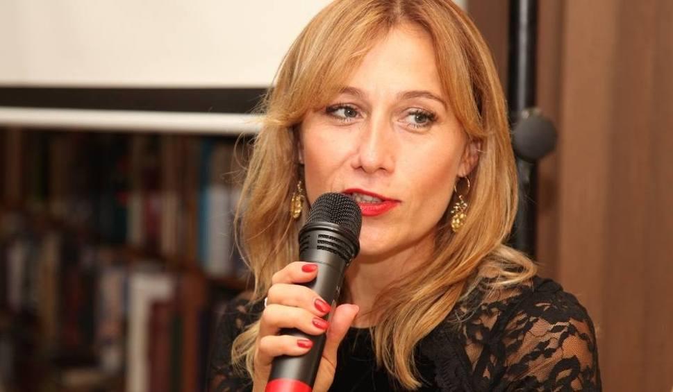 Film do artykułu: Powrót bloga Anki Czytanki. Odcinek 1 (144) - Katarzyna Lavmel o antologiach poezji polsko-portugalskiej i polsko-hiszpańskiej