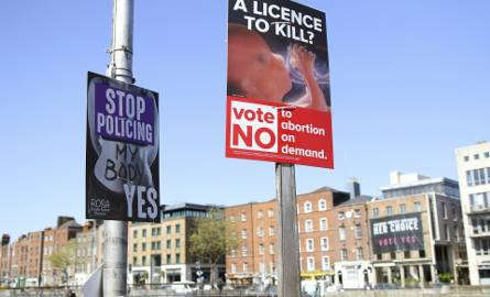 """Irlandia: Referendum aborcyjne elektryzuje kraj. Księża ostrzegają, że ci, którzy zagłosują na """"tak"""", nie będą mogli przystępować do komunii"""
