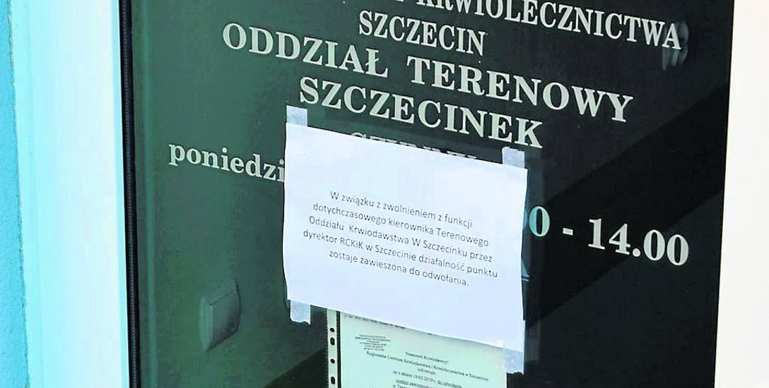 Szczecinecka stacja krwiodawstwa jest zamknięta na głucho, a o zawieszeniu działalności z powodu zwolnienia kierownika informuje kartka na drzwiach