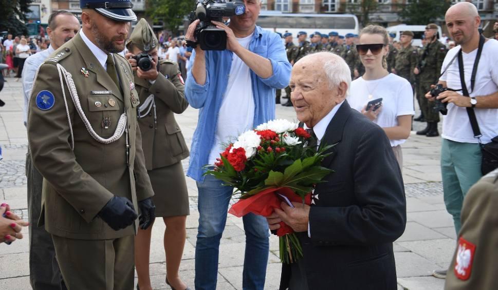 Film do artykułu: Prezydent Andrzej Duda nagrodził... 102-latka z Kielc