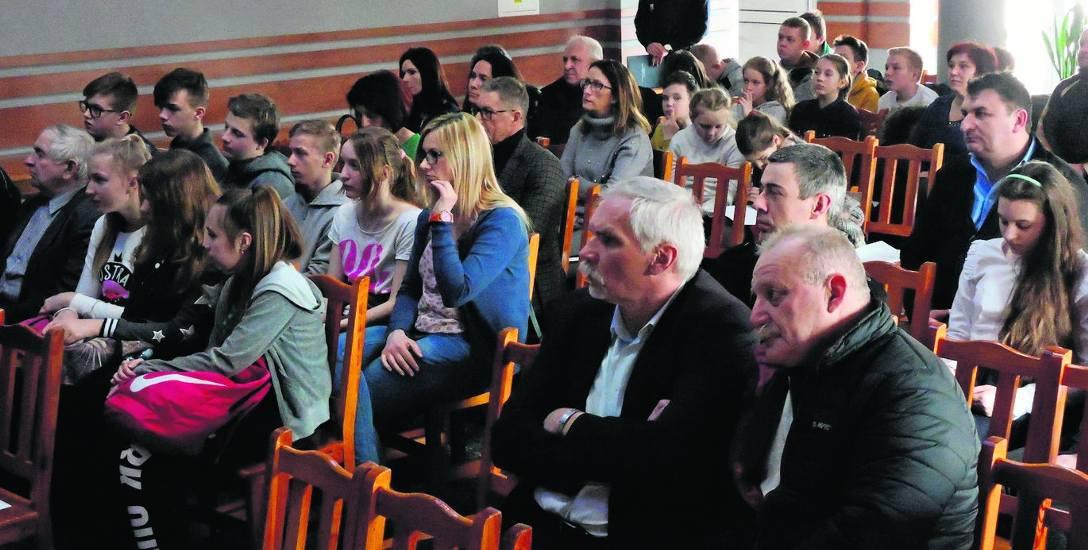 Na debatę zostali zaproszeni sołtysi, radni, księża, pracownicy oświaty, młodzież i inni mieszkańcy gminy