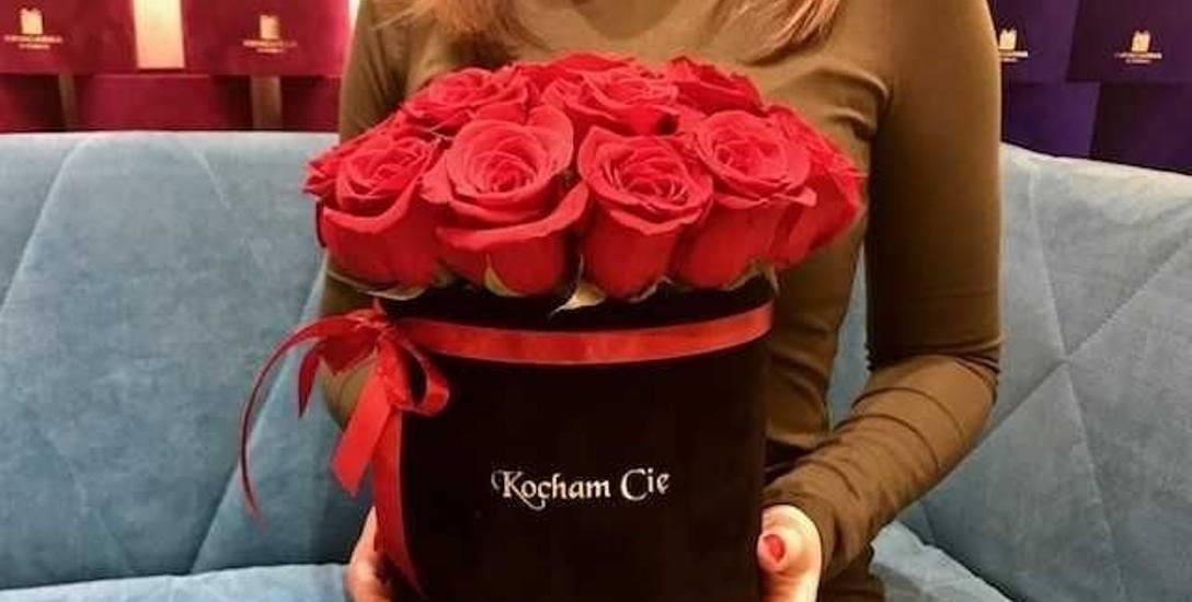 Świetnym walentynkowym prezentem będą kwiaty. Białostocka Kwiaciarnia w pudełku  szykuje na ten dzień specjalną ofertę
