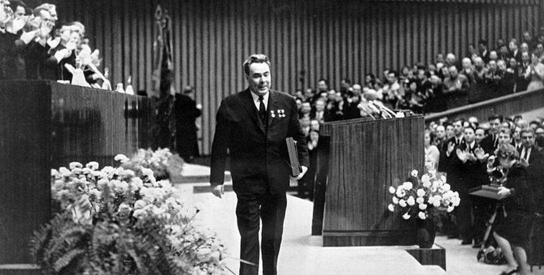 Breżniew na sesji plenarnej KC Komsomołu w 1968 roku