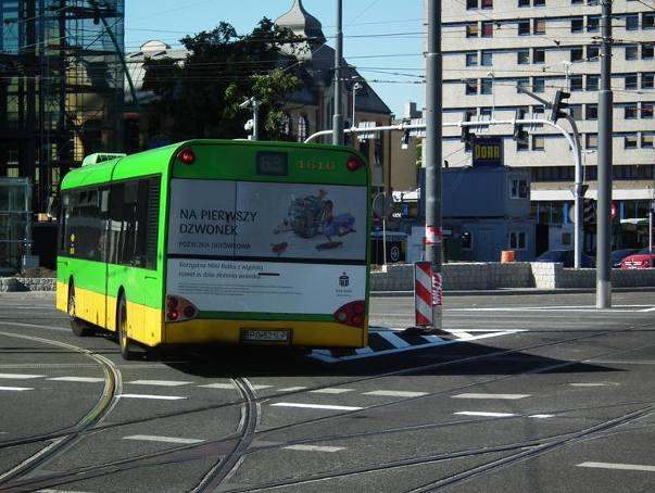 Uwaga, pasażerowie MPK! W poniedziałek, 17 grudnia rozpocznie się kolejny etap remontu nawierzchni na rondzie Kaponiera. Oznacza to zmiany w ruchu autobusów