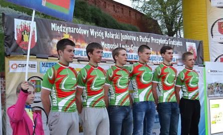 W Chełmży pierwszy na mecie był Białorusin Anton Iwaszkin, ale w ferworze walki skrócił sobie drogę i przejechał przez chodnik. Komisja sędziowska uprzedzała