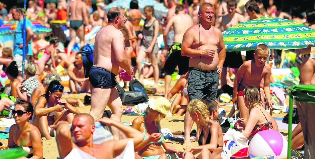 To przede wszystkim słoneczna pogoda i lipcowe oraz sierpniowe upały spowodowały, że w tym roku plaże nadmorskie były pełne