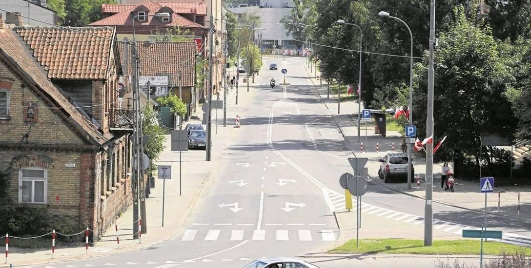 Ulica Jurowiecka na odcinku od ul. Ciepłej do ronda św. Faustyny jest w opłakanym stanie. Na remont czeka od lat.