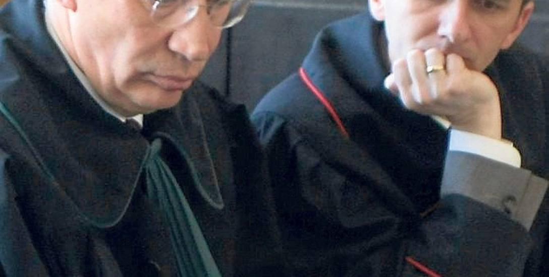 Skargi na polityków za sądy