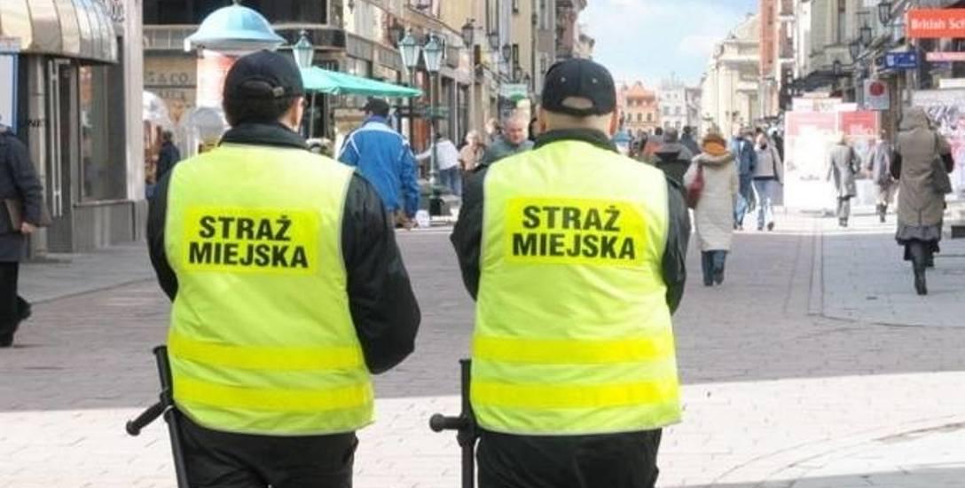 Komendant Straży Miejskiej w Toruniu wygrał! Chorą mógł zwolnić