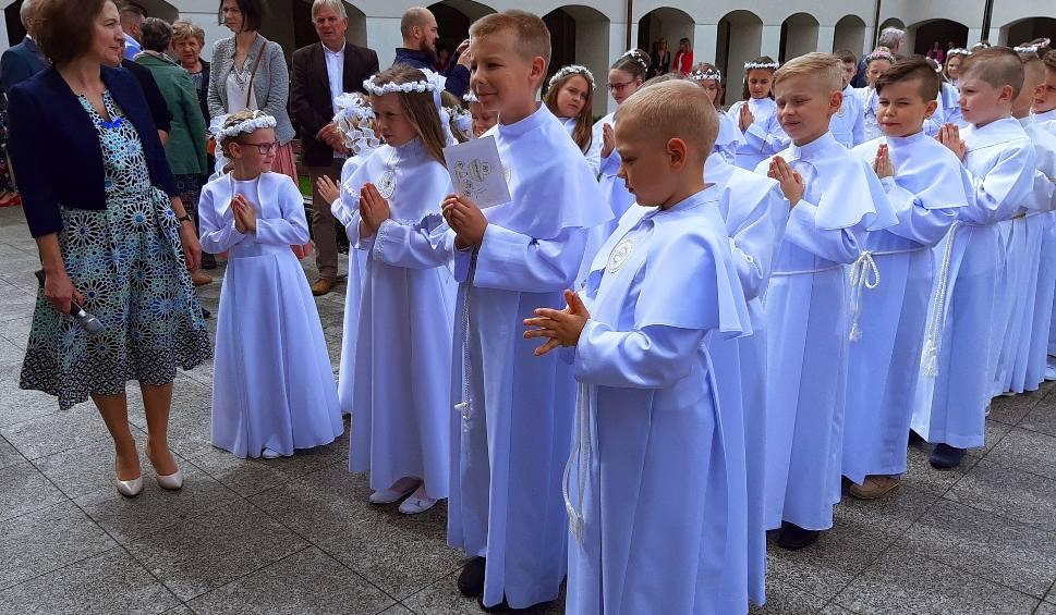 Film do artykułu: Ostrołęka. Pierwsza Komunia Święta w klasztorze (sanktuarium św. Antoniego), druga tura