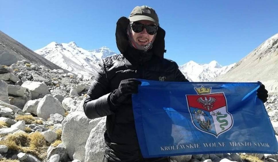 Film do artykułu: Sanoczanin Łukasz Łagożny zdobył Mount Everest. Do Korony Ziemi brakuje mu tylko jednego szczytu [ZDJĘCIA, WIDEO]