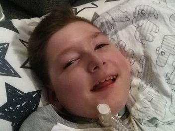 Mimo choroby, częstych pobytów w szpitalu, Bartosz Łęcki jest radosnym i uśmiechniętym chłopcem. Duża w tym zasługa rodziców i rehabilitantów. Teraz