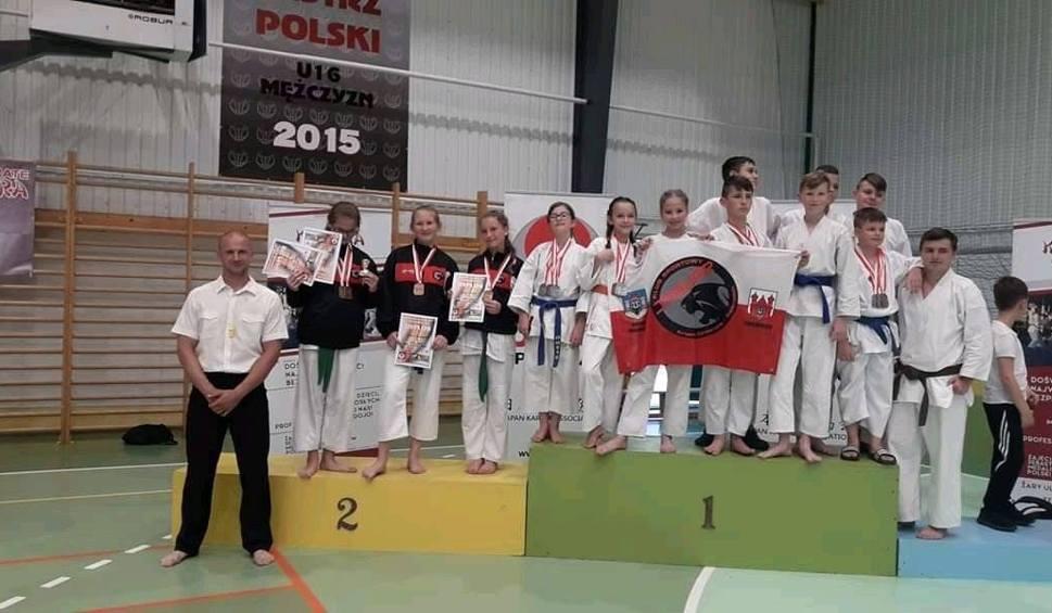 Film do artykułu: Młodzi świebodzińscy karatecy wrócili z workiem medali z niedzielnego Pucharu Polski Nakayama Cup rozegranego w Żarach