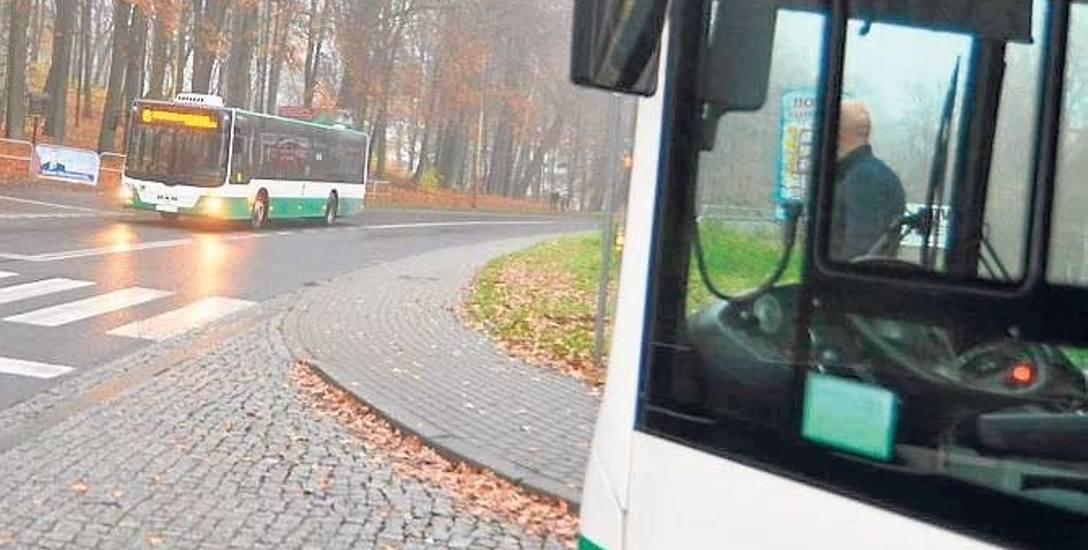 Przystanek na ulicy Szczecińskiej, to tu - przy wjeździe na Świątki - zatrzymuje się obecnie większość autobusów