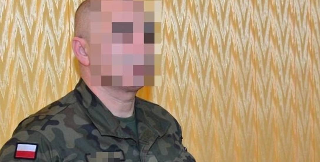 Płk Robert O., były dowódca 7. BOW, podejrzany o pedofilię internetową