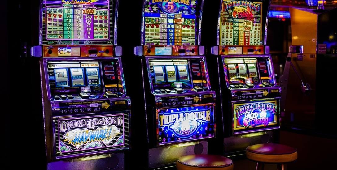 Śledczy przetrząsają lokale z maszynami do gier. 4 automaty dziennie wpadają na Pomorzu