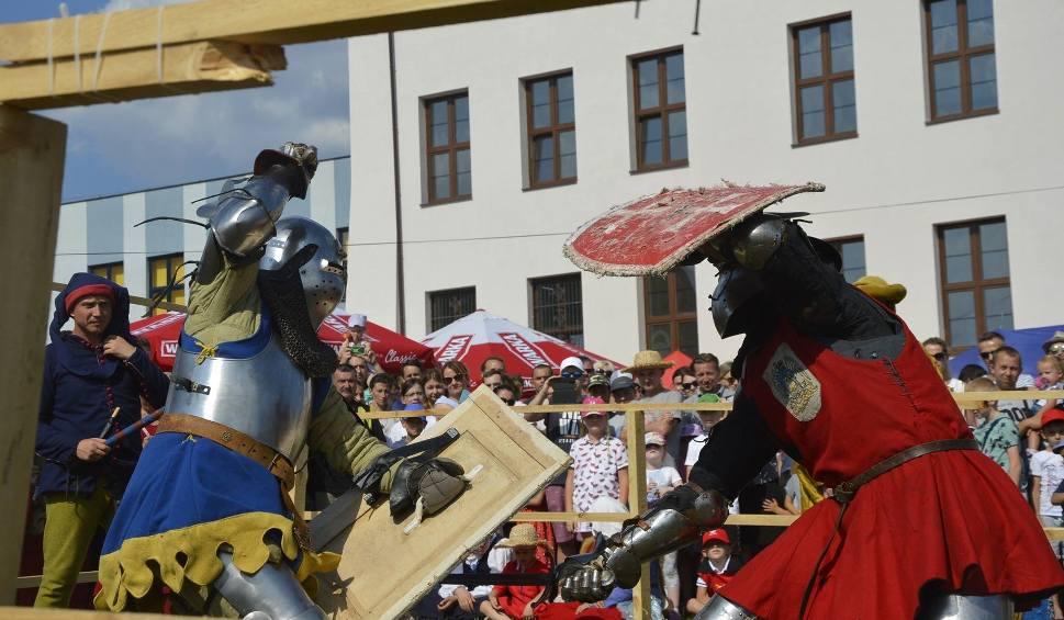 Film do artykułu: Koniec z turniejem rycerskim w Szydłowie? W 2019 roku rycerze nie stoczą bitwy na placu zamkowym. Dlaczego?