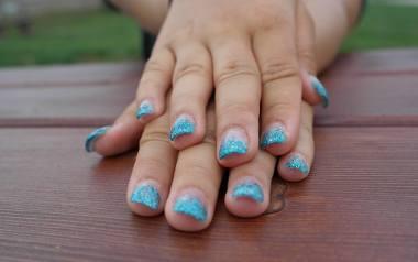 Paznokcie żelowe: instrukcja krok po kroku, jak zrobić paznokcie żelowe