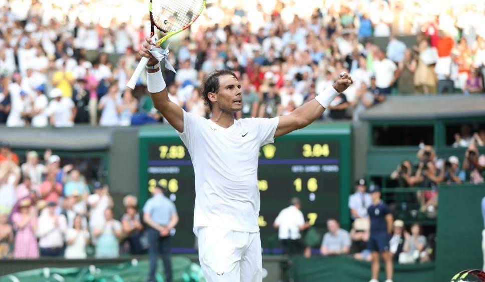 """Film do artykułu: Wimbledon. """"Fedal War"""" odcinek 40. Roger Federer i Rafael Nadal zagrają o finał. Awansowały już do niego Serena Williams i Simona Halep"""