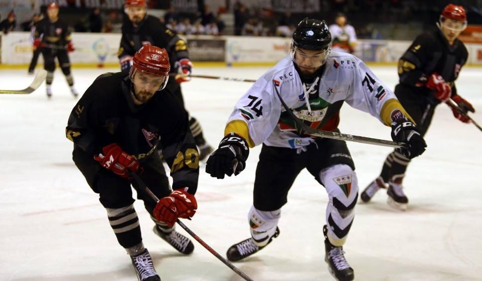 Film do artykułu: Hokej. Wielkie emocje w pierwszym meczu o złoty medal: GKS Tychy - Comarch Cracovia [ZDJĘCIA]