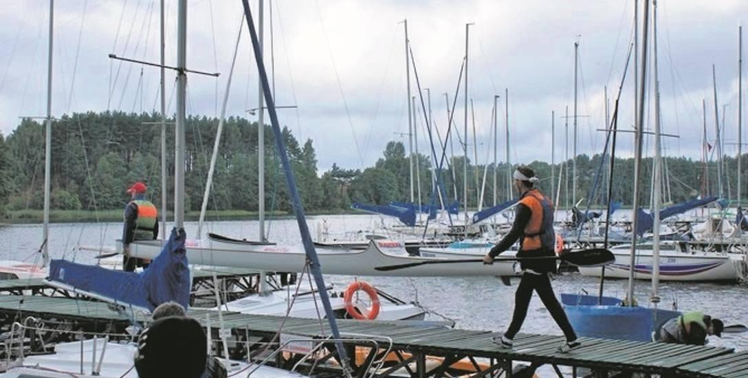 Nad jeziorami powiało... podwyżkami. Czy tegoroczne wakacje będą droższe niż zwykle? - zastanawiają się wodniacy.