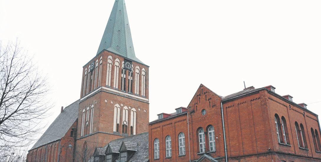 Budowa późnogotyckiego kościoła w Drawsku Pomorskim trwała od połowy XIV w. (położenie kamienia węgielnego), aż do połowy XV w. (wybudowanie wieży)