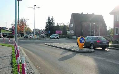 Ulica Armii Krajowej jest najdłuższą drogą w Sławnie.  Ma blisko 2 kilometry długości