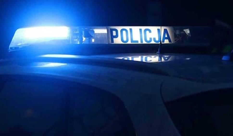 Film do artykułu: 27-letni pijany rowerzysta zataczał się, ale i tak próbował uciec przed policją. W końcu upadł... hacząc się o własne nogi
